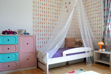 girl's bedroom bed canopy pink
